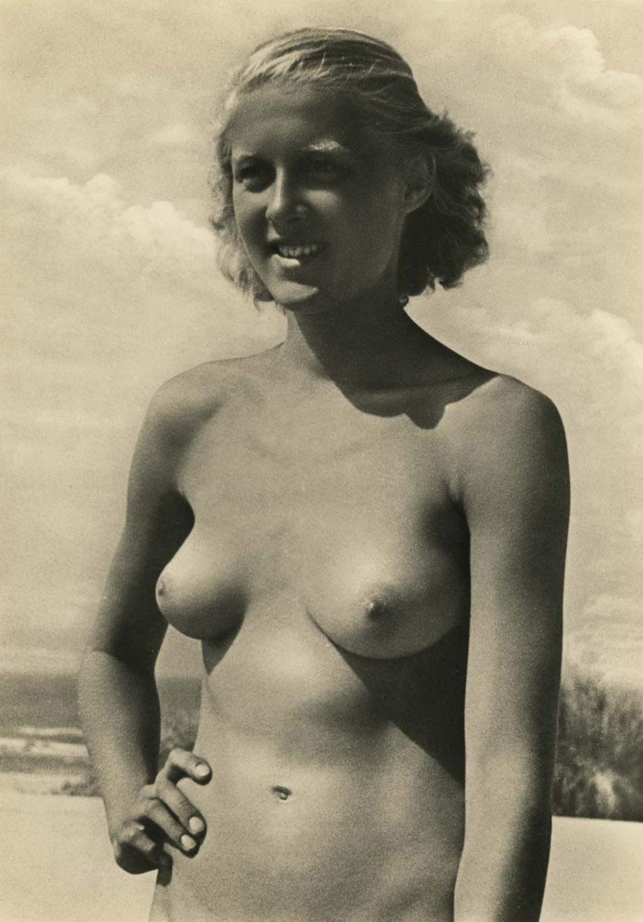 Rebecca Romain Nude